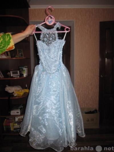 маленькие брошки на платье